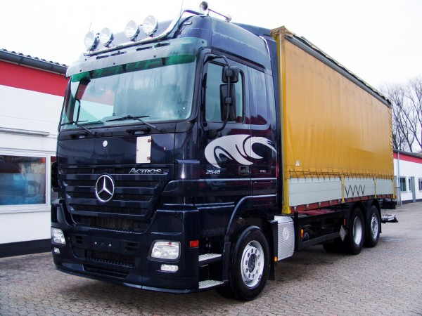 Mercedes-Benz - Actros 2548 L Stake Body And Tarpaulin Truck