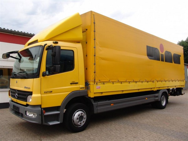 Mercedes-Benz - Atego 1218 L Stake body and tarpaulin truck Liftgate Payload 5650 kg Length 8 m
