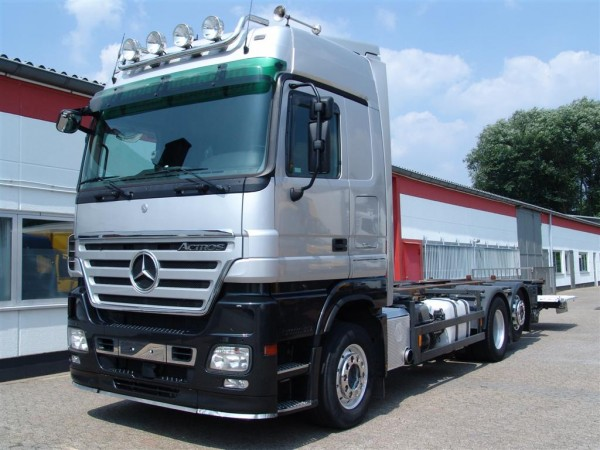 Mercedes-Benz - Actros 2546 L Megaspace BDF ascensore
