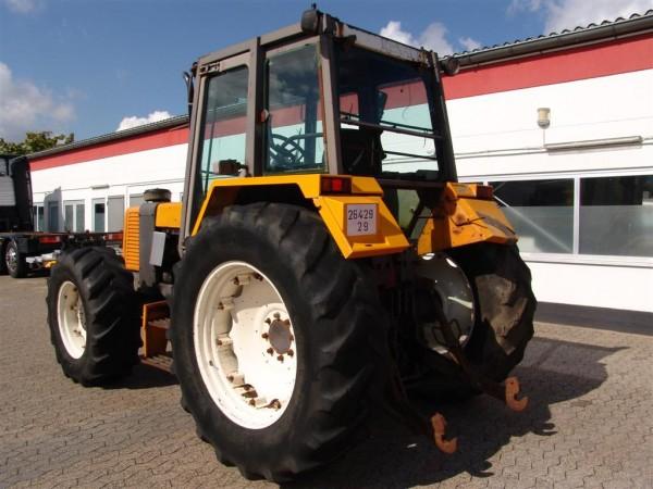 Renault 133.14 Schlepper 4x4