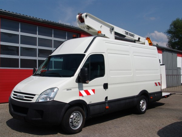 Iveco - Daily 35S12 working platform Versalift 11,80m 220V