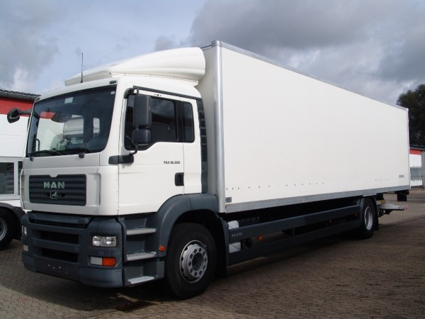 MAN - TGA 18.320 case 9,80m with liftgate air conditioning