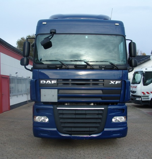 DAF xf 105.410 SpaceCab EURO5 premiere main