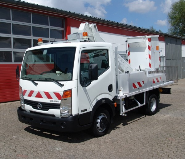 Nissan - Cabstar working lift Comilev 10m airco trailer coupling! Just 274h working hours!