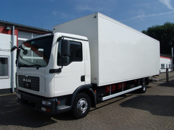 MAN - TGL 12.210 closed box 7,50m Anteo tail gate EURO4