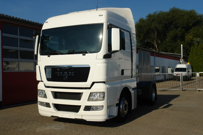 MAN - TGX 18.400 XL manual gearbox airco heater roof spoiler new TÜV! TOP!