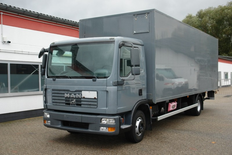 MAN - TGL 12.180 box 7,40m liftgate 1500kg side door new TÜV!