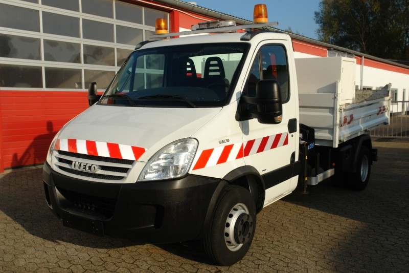 Iveco - Daily 65C18 Benne avec box á outils Grue Maxilift 130D