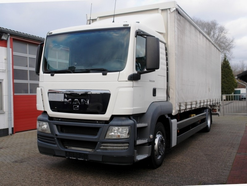 MAN - TGS 18.320 stake body tarpaulin liftgate manual gearbox airco EURO4 new TÜV!