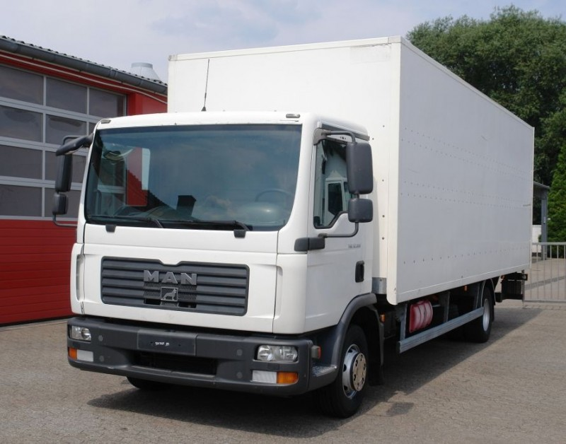MAN - TGL 12.180 box 7,40m airco manual gearbox TÜV new!