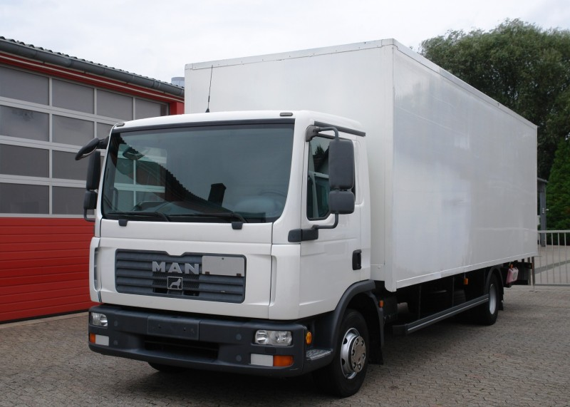 MAN - TGL 12.210 box 7,50m airco liftgate TÜV new!