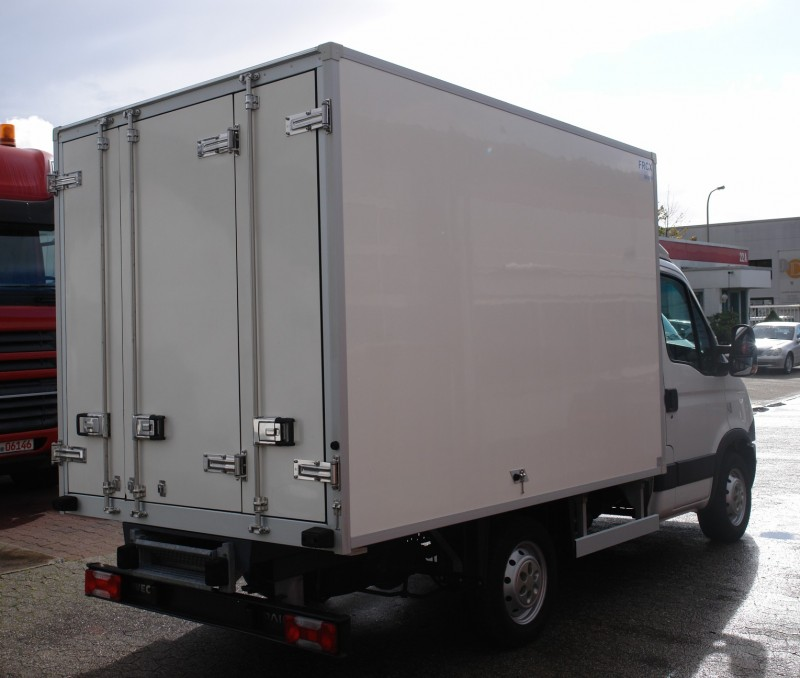 Iveco Daily 35S13 fridge box Carrier Xarios 200 1030kg payload EURO5 new TÜV!