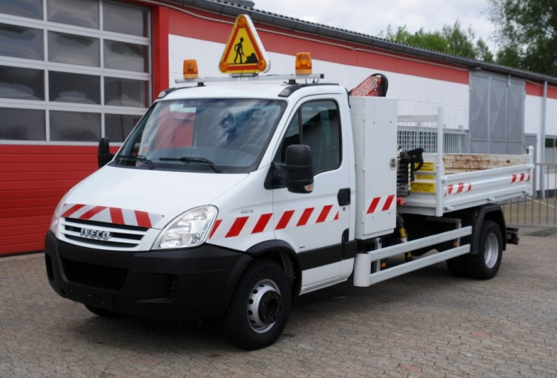 Iveco - Daily 65C18 tipper crane Fassi F38 toolbox towbar TÜV new!