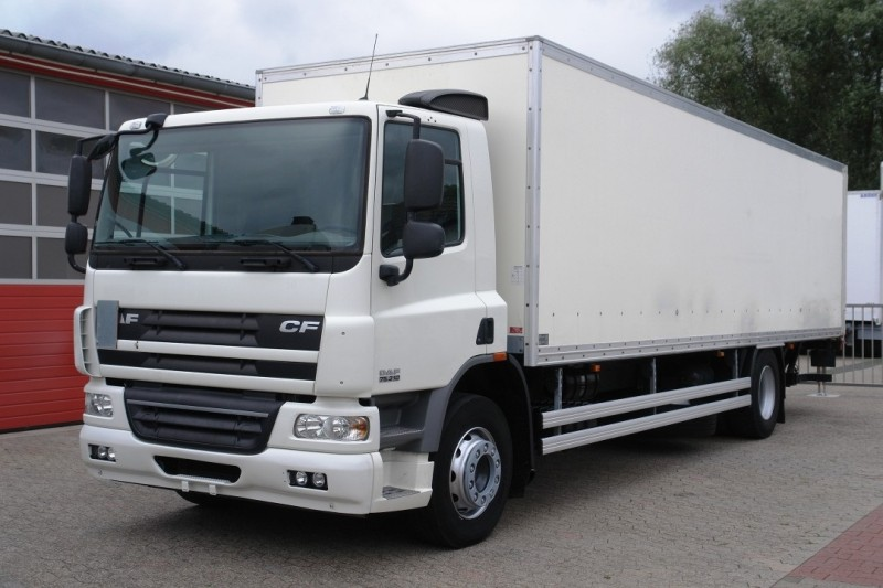 DAF - CF 75.310 closed box 8,80m manual gearbox liftgate 2000kg new TÜV