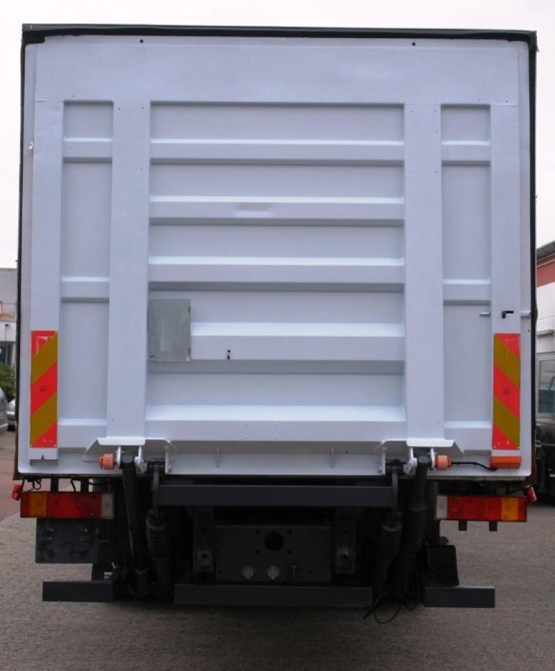 DAF CF 75 310 closed box 8,80m manual gearbox liftgate