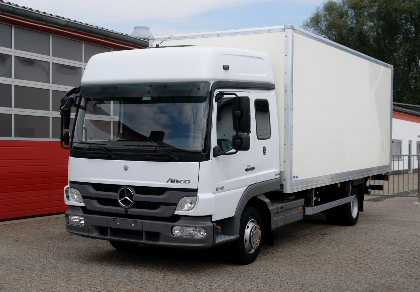 Mercedes-Benz - Atego 818 RL closed box 6,20m long cabin airco manual gearbox air suspension liftgate 1500kg EURO5 TÜV new!