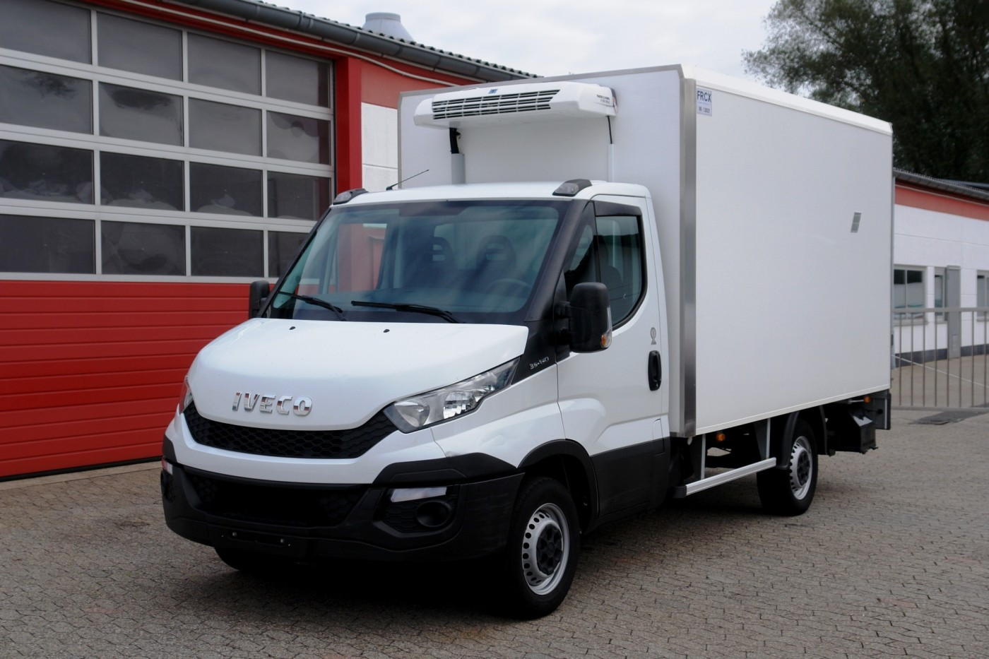 Iveco - Daily 35S13 Tiefkühlkoffer 3,65m Thermoking V300MAX LBW EURO5B+ TÜV neu!