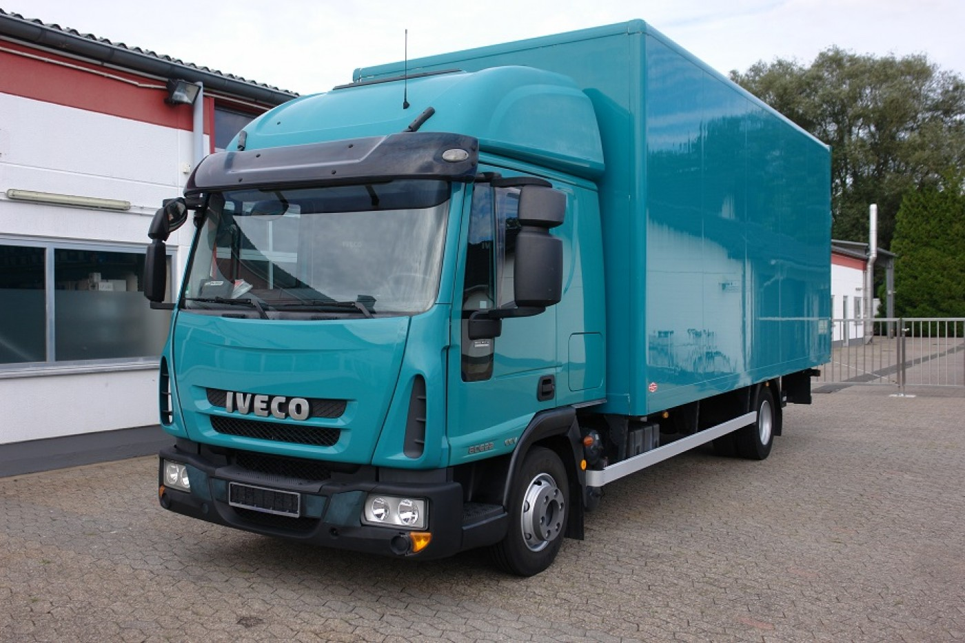Iveco - ML80E22 Camion Fourgon cabine couchage! Hayon 1000Kg! Suspension pneumatique!