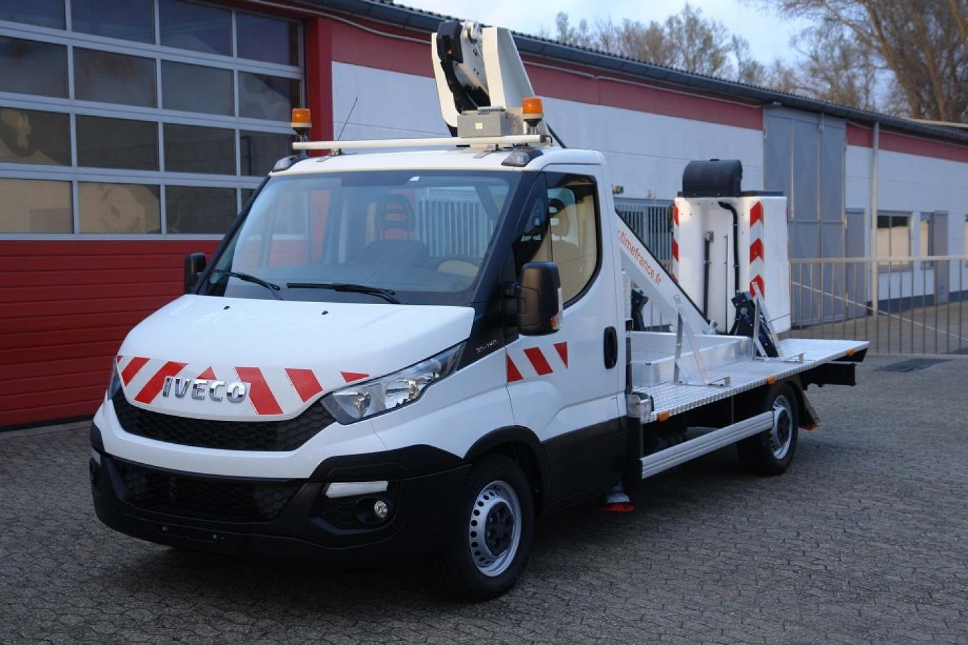 Iveco - Daily 35S13 Billyft arbetsplattform Time France LT130TB Släpkoppling