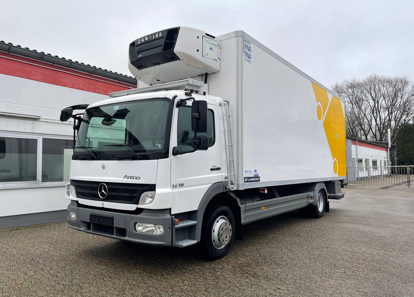 Mercedes-Benz - Atego 1218 Tiefkühlkoffer Carrier Supra 850MT 2 Temperaturen Ladebordwand ATP 04/2022