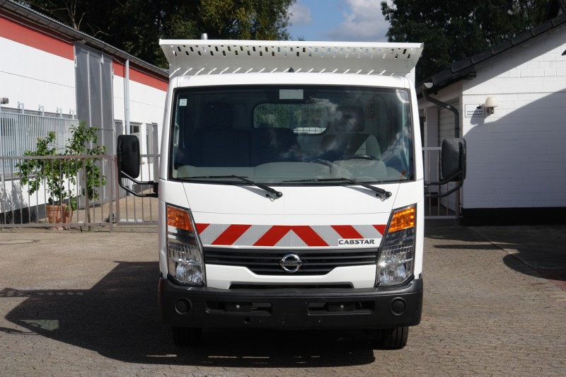 Nissan Cabstar 35.11 tipper 3 seats 1400kg payload new TÜV and UVV!