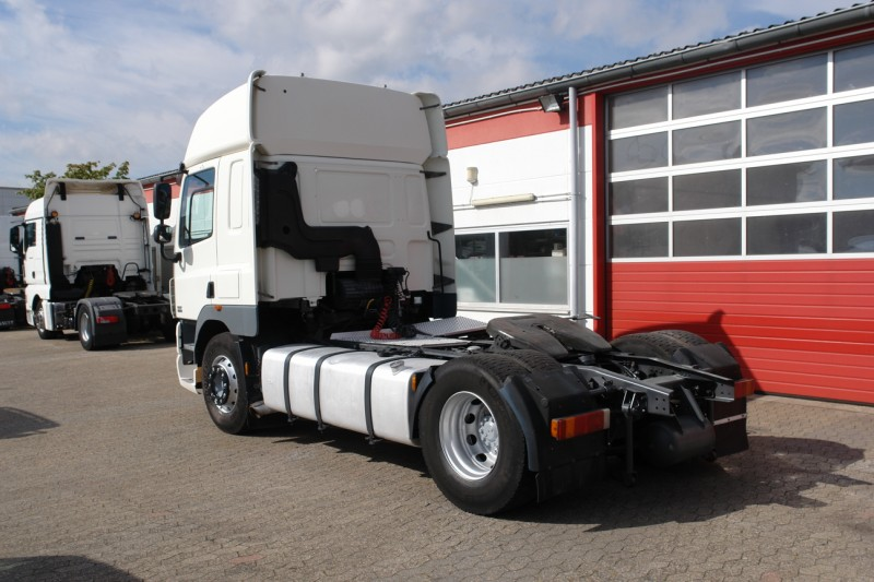 DAF CF 85.410 SpaceCab airco automatic gearbox 2 beds big tank new TÜV!