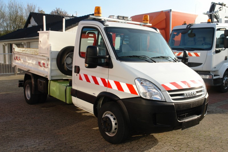 Iveco Daily 65C18 Benne avec box á outils Grue Maxilift 130D